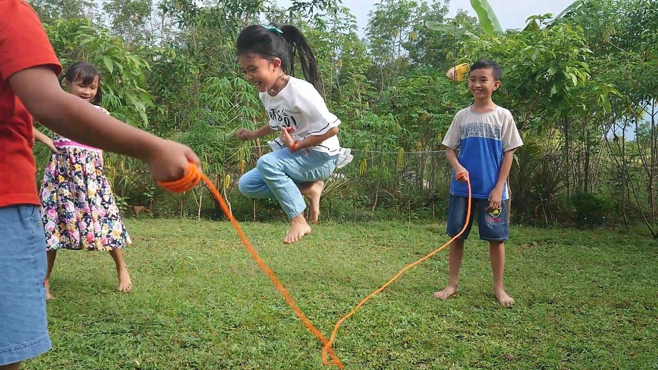 Seru Mainan Anak Tradisional Lompat Tali Tarik Tambang Dan Engklek Jump Rope For Kids Youtube