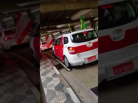 Aeroporto Congonhas Taxi Vermelho a caminho de Brasília. .