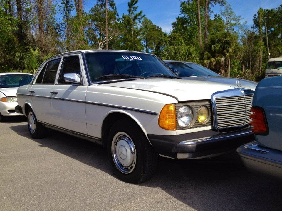 1982 mercedes benz 240d w123 start up quick tour rev for Mercedes benz 240 d