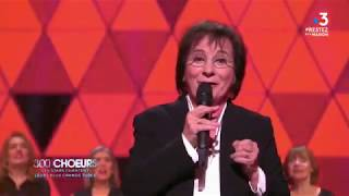 Marie Paule Belle chante La parisienne avec le Chœur Éphémère