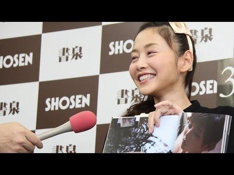 グラビアアイドルの杉原杏璃さん(30)が12月9日、東京都内の書店で写真集「杉原杏璃 30 vole d kyaa」の発売記念握手会を開いた。おすすめのペー...