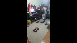 видео Как выбрать игрушечную машинку для ребенка