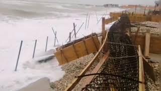 """""""Cantiere sulla spiaggia a Fossacesia, il mare demolisce il cemento"""""""