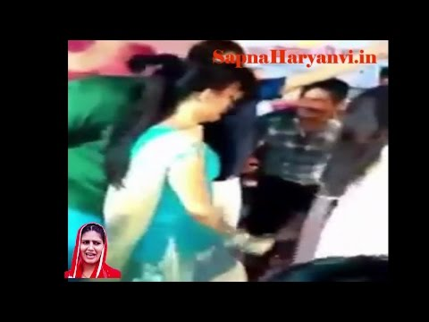सपना डांसर को Kiss किया स्टेज पे- Sapna Dancer Kiss Video 2016-17 Latest