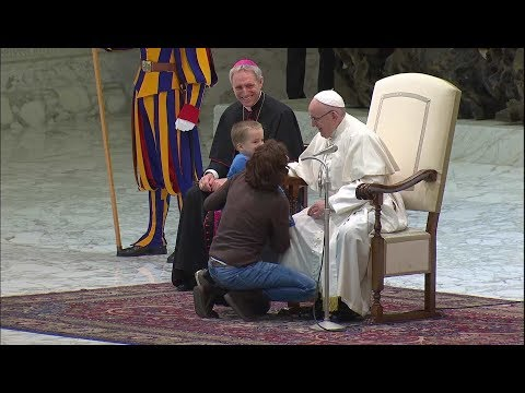 A boy interrupts the pope to touch a Swiss Guard's hand