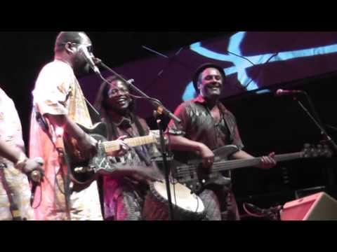 Amadou & Mariam Root's ergue Sauveterre de Rouergue France 2013  Live