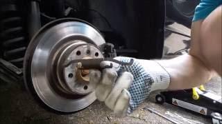 Замена задних тормозных накладок на BMW 118.Часть 2.