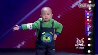 Малыш танцует на шоу...Adorable boy is very happy to dance!(Чудесный китайский малыш танцует свои 27 видов танцев! По умилительности это видео на порядок превосходит..., 2014-04-08T07:17:45.000Z)