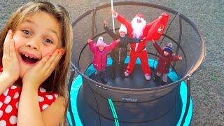 Trampoline Starflex Pro du Père Noël ou histoire de cadeaux de Noël avec les enfants de Chiki-Piki