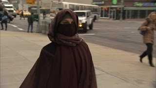 Watch How People React in New York City When Woman Dresses in Full Veil