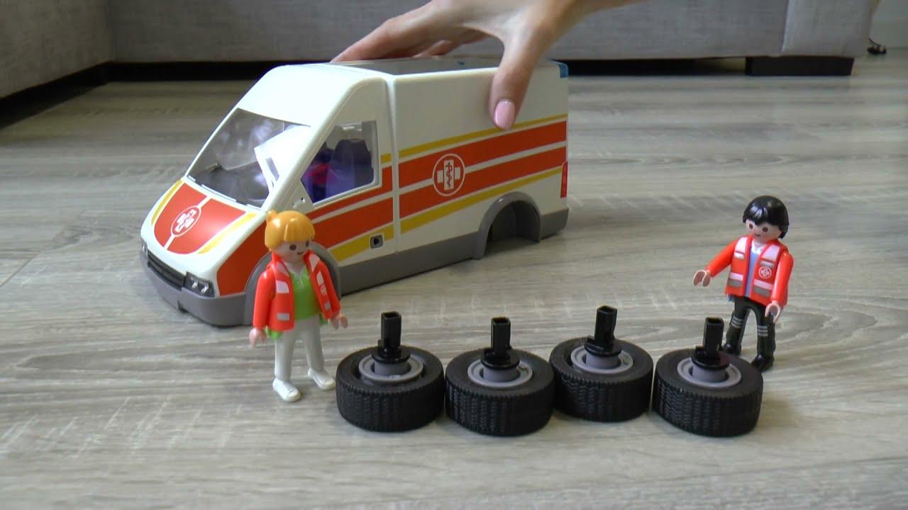 Сеня играет с машинкой Скорая Помощь