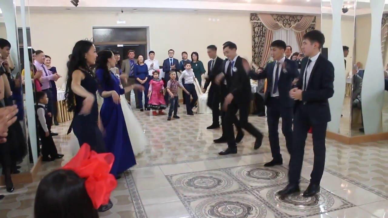 Смотреть флэшмоб на свадьбе