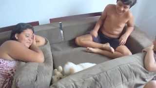 Filhote De Poodle Micro Toy Brincando Com Crianças