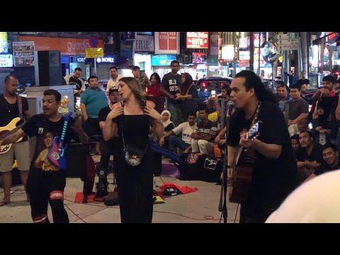 Pelancong CANTIK Dari ALGERIA Minta Lagu Arabic | Bob Sentuhan Buskers