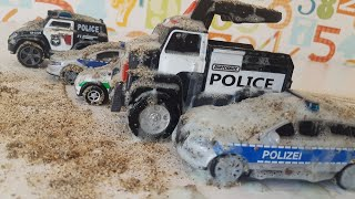 Police Cars Stuck in the Mud - Car Wash Video For Kids - Toy Police Car for Children with Dlan