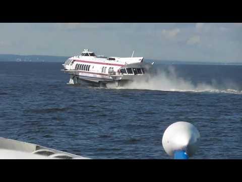 Mit Tragflügelboot von Peterhof nach St. Petersburg