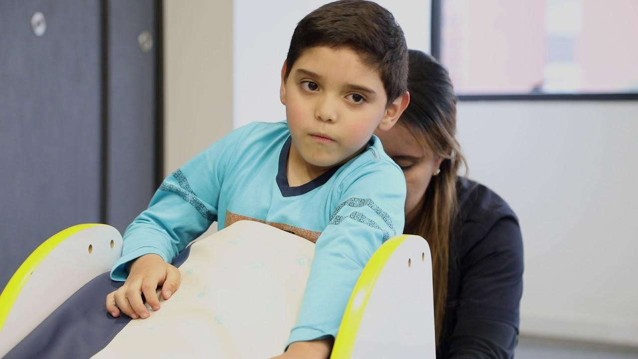 Ejercicios KitSmile - Posición sedente y prono invertido - Rehabilitación niños parálisis cerebral