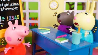 Peppa Pig Toys 🐷 Adventure videos with Peppa Pig 😀😁