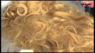 """بالفيديو: """"الفازلين"""" لإزالة اللبان عن الشعر"""