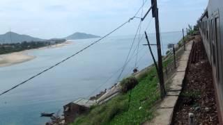 Tàu SE19 lên đèo Hải Vân