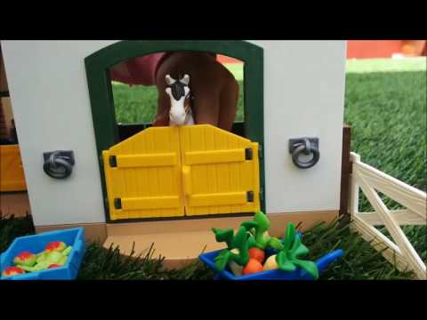 Playmobil horses - Horse farm - Playtime with horse toys for toddlers - Children playing