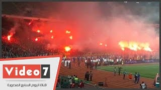 شماريخ الألتراس تضيىء سماء برج العرب فرحا بفوز الأهلى