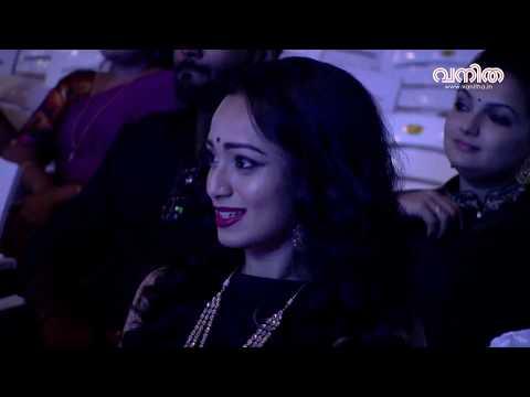 മനം മയക്കും പ്രയാഗ | Prayaga Martin performs at Vanitha Film Awards