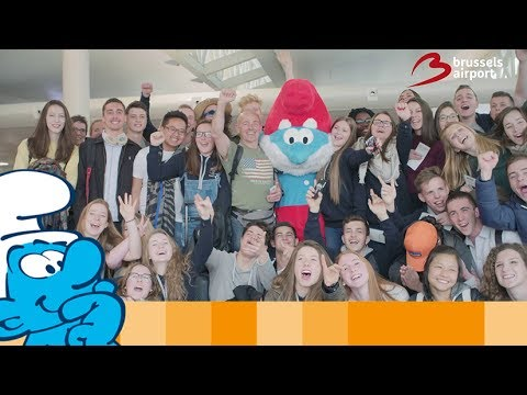 Sharing joy and happiness at Brussels Airport • The Smurfs