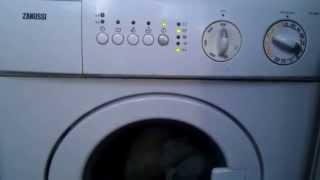видео Стиральная машина не сливает воду. Как слить воду с машинки.