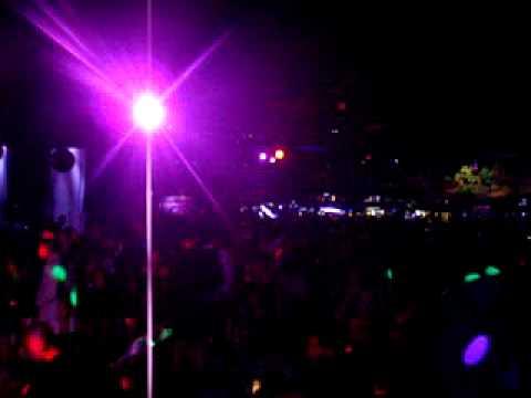 DJ NIKI Mixu0027ing Reggaeton En El Patio Night Club