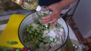 Рецепт очень вкусного и нежного салата на зиму из огурцов.