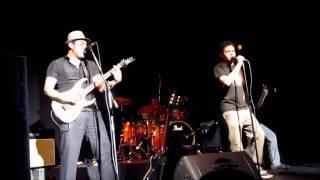 Dorothy Katmandú, Y Si de Algo Sirve (cover de David Lebón)