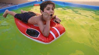 الياس يسبح بالقارب مع المسبح الاصفر !