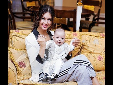 ✅  «Мисс Москва-2015» Оксана Воеводина впервые показала сына от экс-короля Малайзии