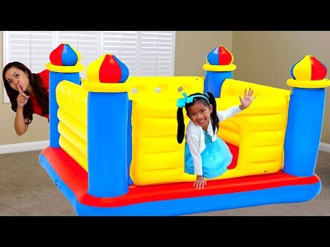 Emma Juega Castillo Inflable   Giant Inflatable Castle BOUNCER   Pretend Play