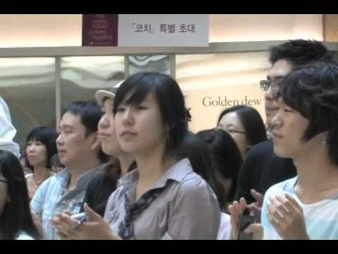 Танцевальный флэшмоб  в торговом центре. Южная Корея, Сеул.