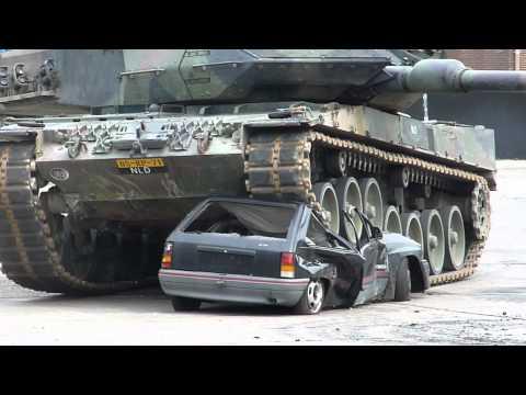 auto overeden door tank (HARD!!!)