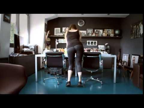 Alessandra patitucci twerk nell 39 ufficio di linus youtube for Ufficio di presidenza camera