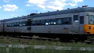 620/720 railcar at Wallarobba level crossing