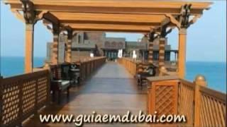 Praia da Madinat Jumeirah em Dubai com vista para o Hotel  Burj Al Arab e Restaurante Pierchic