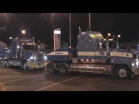 Superload truck turning left. Warrigal Road, North Road, Oakleigh. Generator