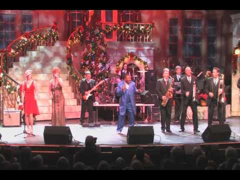 Donnie Ray sings Who's Rockin You at 2011CBMA