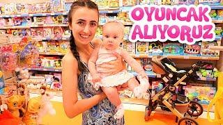 Anne Vlog - Sevcan Derin'e yeni oyuncak alıyor! Bebek bakma oyunları