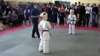 каратэ киокушинкай бой за 1 место(каратэ соревнования в нижнем тагиле категория 8-9 лет до 30 кг., 2013-03-04T12:22:08.000Z)
