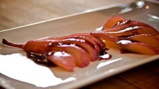 Recette de cuisine : Poires pochées au vin rouge (with closed captions)