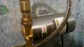 видео Повышение давление воды в квартире и доме с помощью насоса