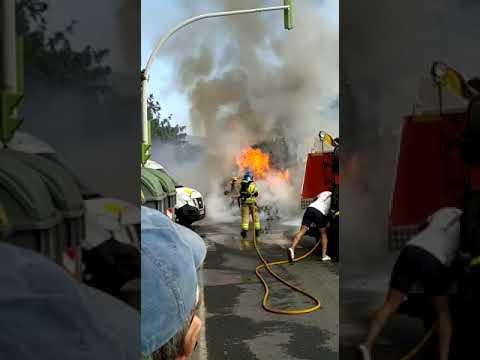 Arde un vehículo en el Malecón de Ribeira