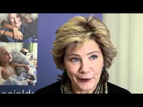 Barnminister Maria Larsson på teaterresa för att beljuga folket och mörka regeringens brott