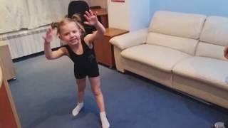Урок 1 Как помочь ребенку сделать колесо. Гимнастика. Учимся делать колесо в 4 года. Вместе с мамой.