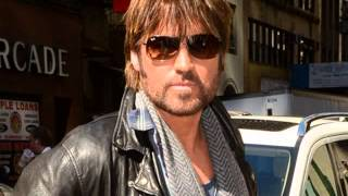 Watch Billy Ray Cyrus Give It To Somebody video